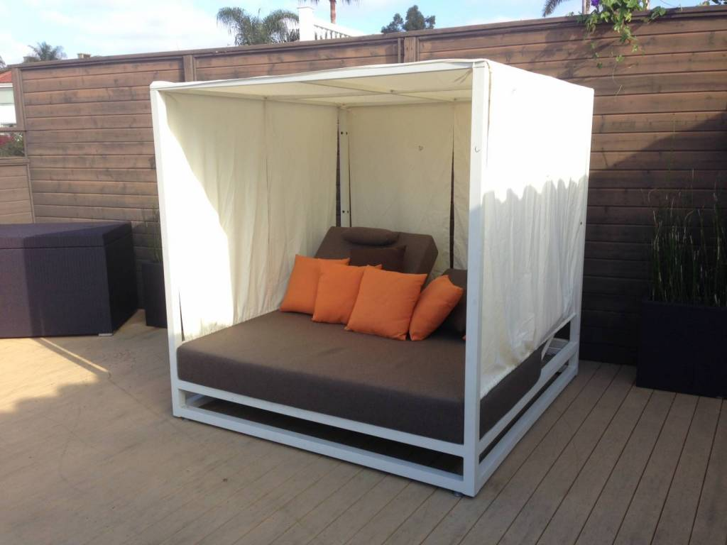 riviera modern outdoor leisure daybed with canopy. Black Bedroom Furniture Sets. Home Design Ideas