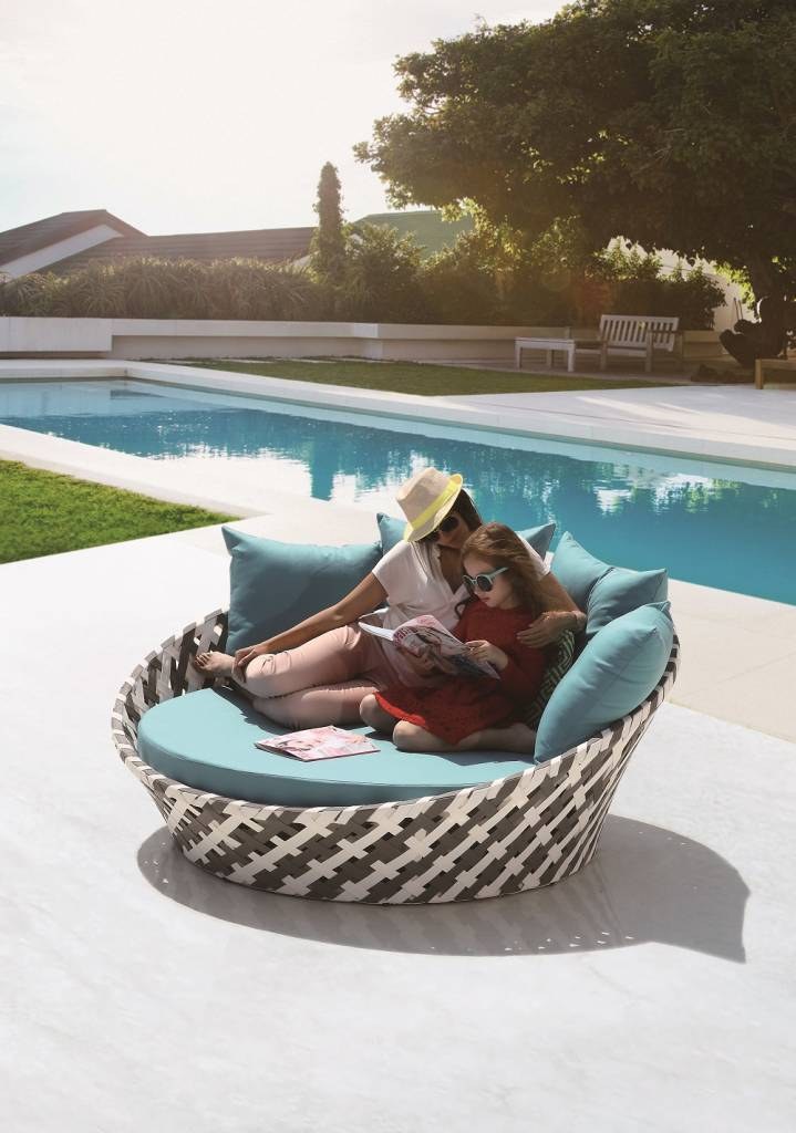 Verona Modern Outdoor Round Chaise Lounge Daybed