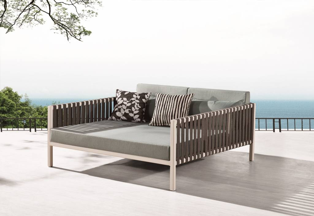 garnet modern outdoor daybed. Black Bedroom Furniture Sets. Home Design Ideas