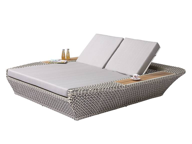 Evian Modern Outdoor Double Chaise Lounge