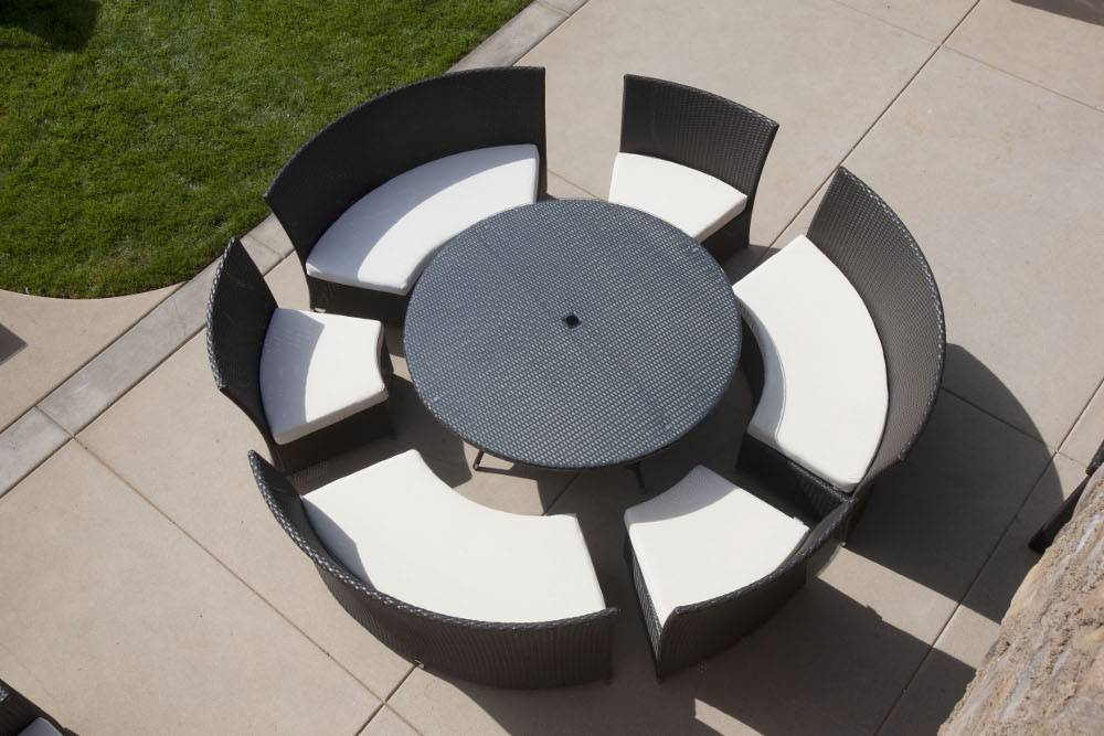 Rodondo outdoor dining set for nine - Table ronde pliante jardin ...