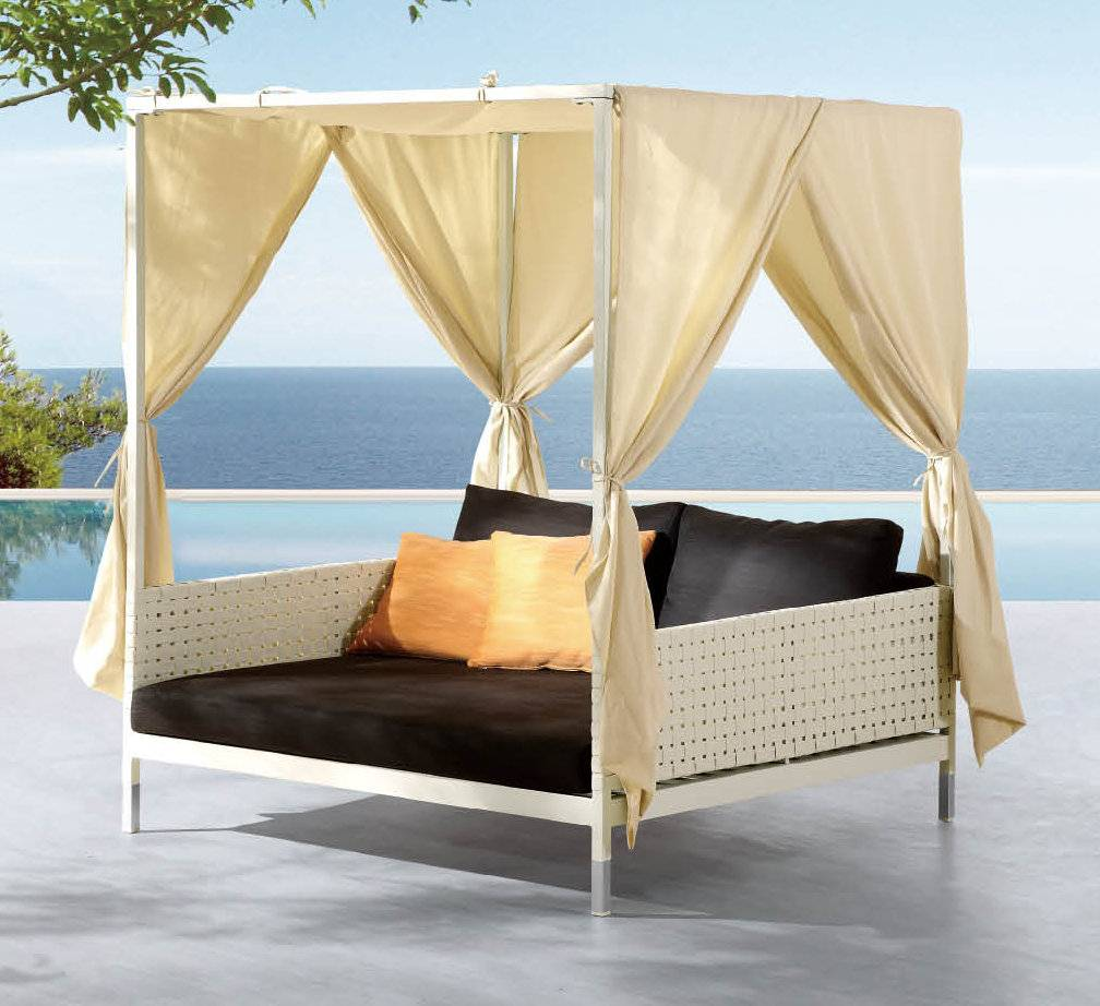 Taco Leisure Daybed With Canopy