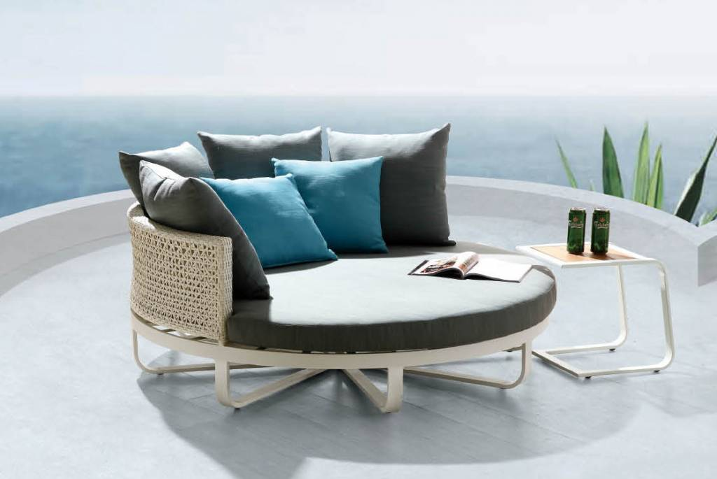 Polo Modern Outdoor Large Daybed| babmar.com on Belham Living Lilianna Outdoor Daybed id=35953