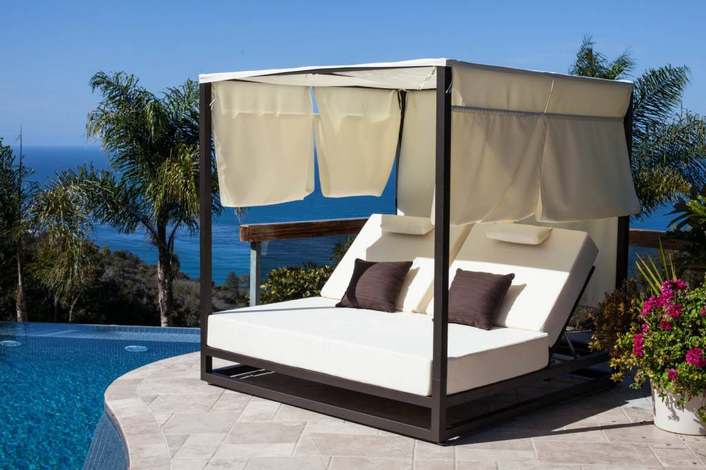Riviera modern outdoor leisure daybed with canopy for Pool canopy bed