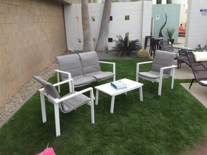 Bianco Love Seat Set With Cushions