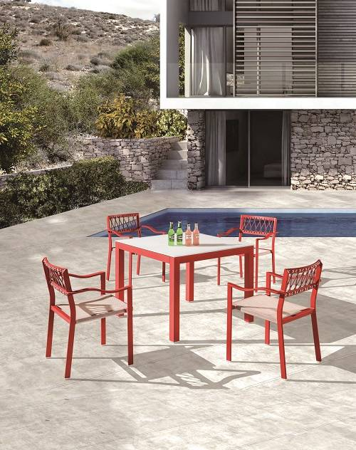 Hyacinth Dining Set for 4 with Arms