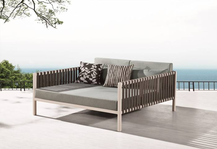 Garnet Outdoor Daybed
