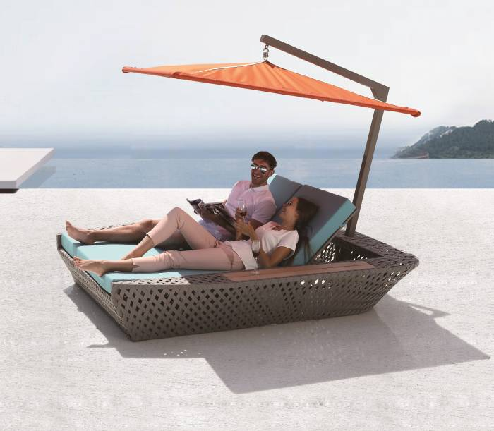 Verona Double Beach Bed With Umbrella