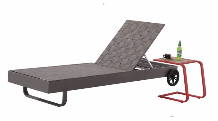 Edge Chaise Lounge with Wheels - Image 1