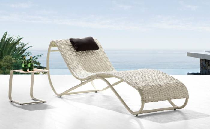 Del Mar Chaise Lounge With Side Table
